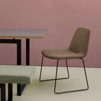 Hitch Mylius hm58 Rae chair with metal legs