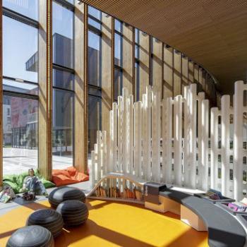 Link partition creating divider in reception atrium