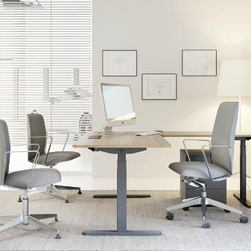 Skala height adjustable desk in executive format