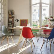 DSW Eames Plastic Chair