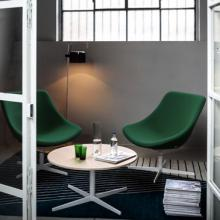 Auki lounge chair in green with 4 star white base